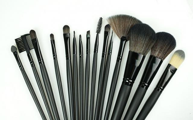 make up coiffure anja. Black Bedroom Furniture Sets. Home Design Ideas